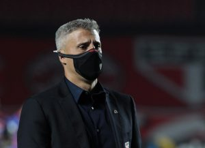 """Crespo não esconde decepção com resultado no Morumbi: """"O time merecia ganhar o jogo"""""""