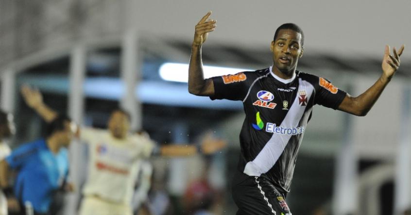 Dedé entra em pauta novamente no Vasco para reforçar a zaga