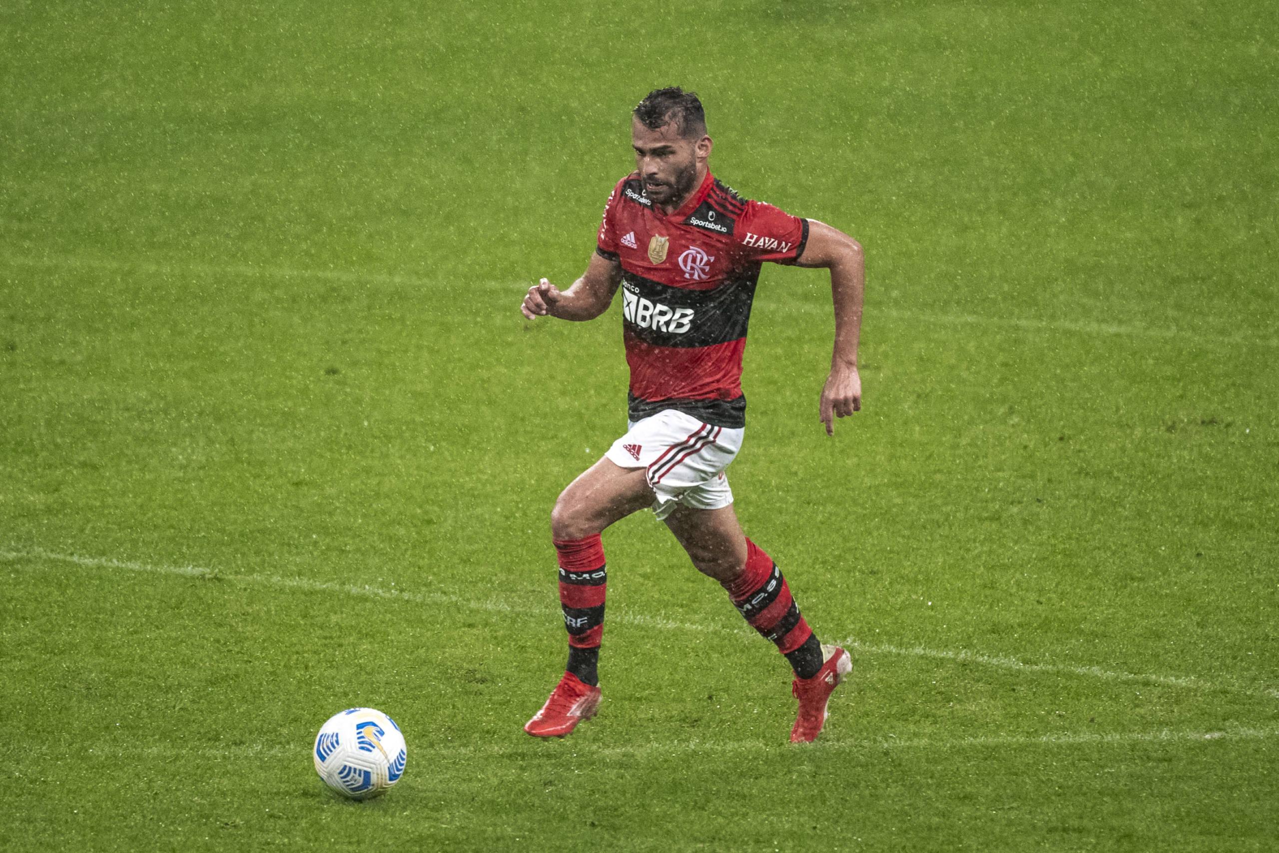 Thiago Maia exalta goleada do Flamengo na Copa do Brasil