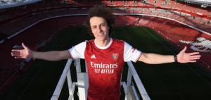David Luiz viaja para definir seu futuro