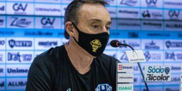 """Técnico do Paysandu fala em """"jogo sem inspiração"""" e diz: """"brigamos menos"""""""