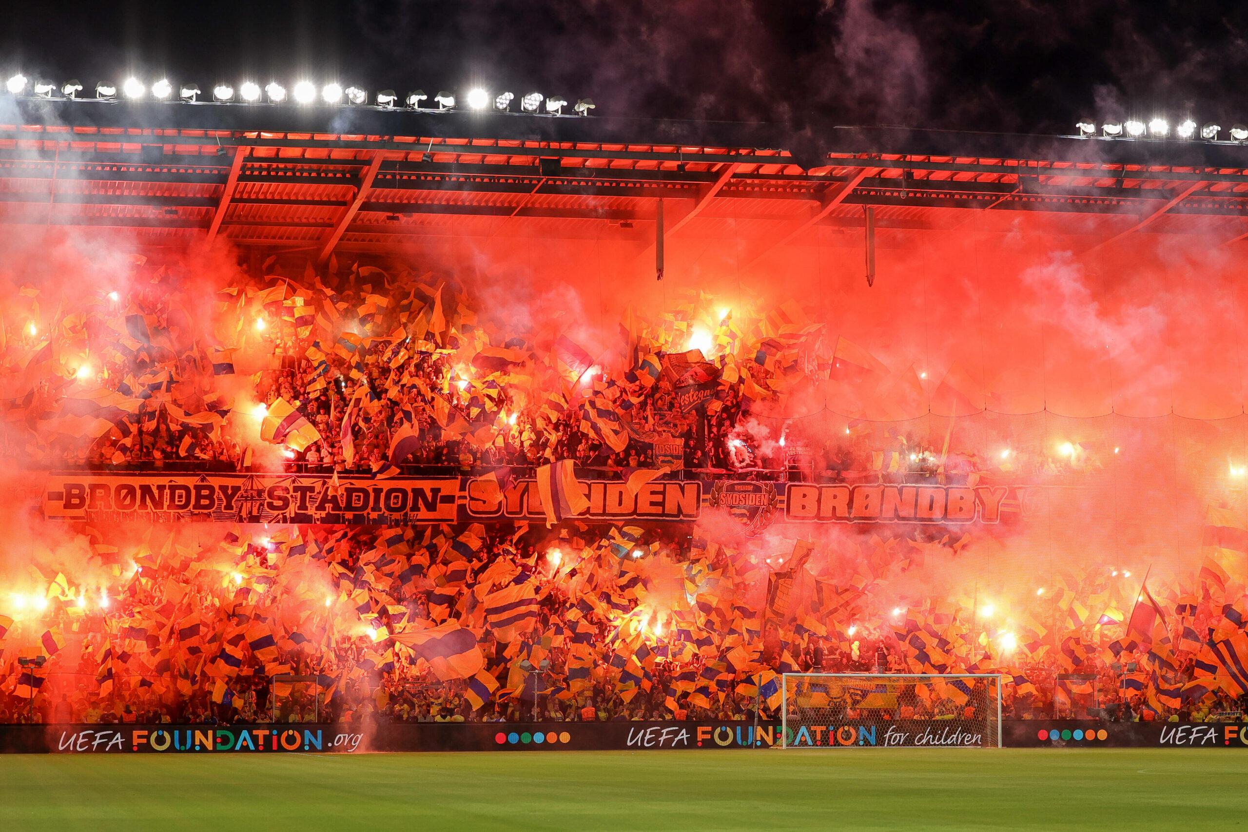 A torcida do Brondby representou seu orgulho contra o Salzburg, após rumores de que o clube seria vendido à Red Bull