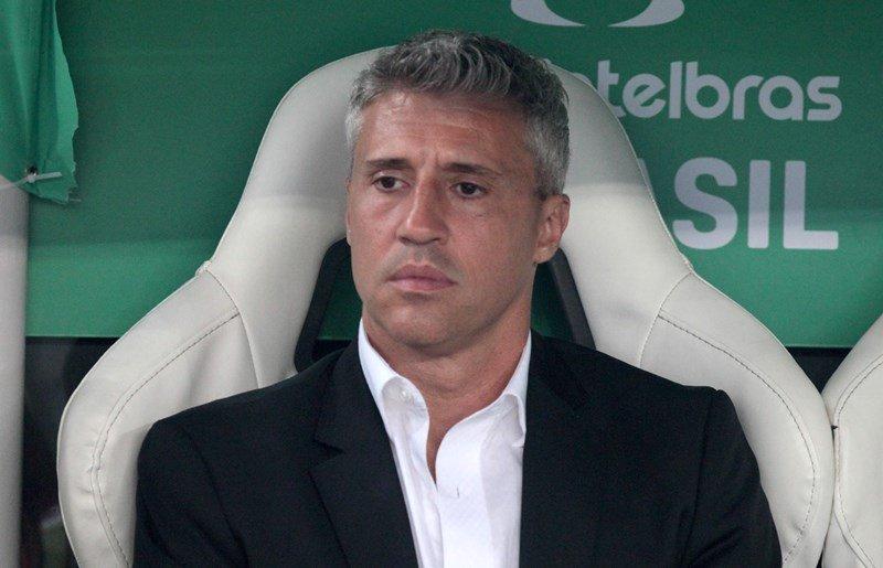 """Crespo traça vaga na Libertadores como meta e tenta levantar elenco: """"Já deu alegria ao torcedor"""""""