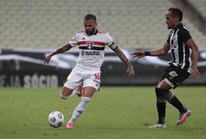 Após rescisão no São Paulo, Daniel Alves confirma que não assinará com nenhum clube para o final da temporada
