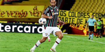 Opção por três volantes tira espaço de Nenê no Fluminense