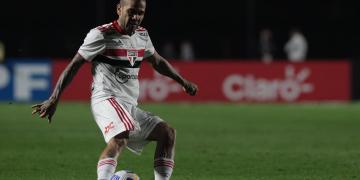 """Dirigente do Flamengo confirma interesse em Daniel Alves: """"É um vencedor"""""""