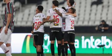 Atlético-MG bate o Fluminense e larga na frente na Copa do Brasil