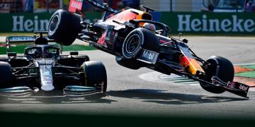 Max Verstappen é punido por batida com Hamilton no GP da Itália