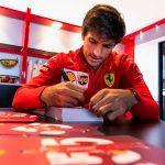 """Sainz diz que """"não quer ser um Barrichello"""" na Ferrari e mira título; filho do brasileiro rebate"""