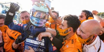 Vitória de Ricciardo acaba com longo jejum da McLaren