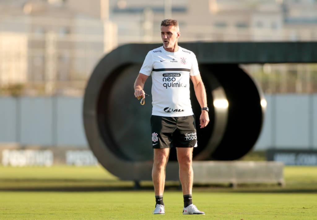 O América Mineiro anunciou, neste sábado, a contratação do técnico Vagner Mancini, ex-Corinthians. O treinador de 54 anos assinou com o Coelho até o fim da temporada. (Foto: Ag. Corinthians)