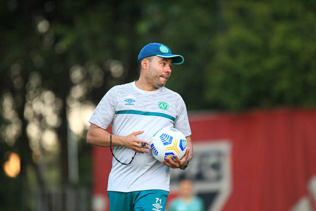 A Chapecoense contratou Jair Ventura para o comando técnico depois de perder por 3 a 0 para o Bragantino na primeiro rodada (Foto: Divulgação/Chapecoense)