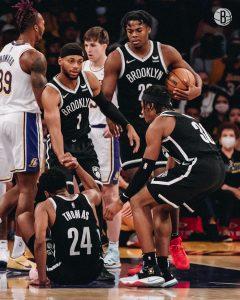 Nets vencem Lakers