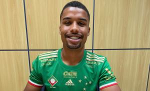 Cruzeiro renova contrato com jovem meio-campista