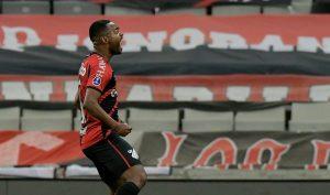 Com Nikão e Santos ampliando a idolatria, o Furacão deu outra lição de eficiência no Peñarol e vai a mais uma final de Sul-Americana